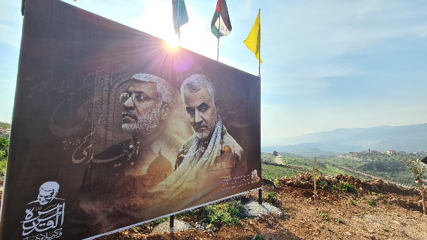 Sign with pictures of Qassem Soleimani and Abu Mahdi al-Muhandas (Twitter account of Ali Shoeib, January 3, 2021).