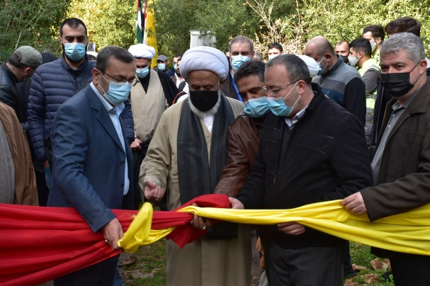 Sheikh Ali Yassin, chairman of the union of Islamic sages in Tyre cuts the ribbon opening the site.
