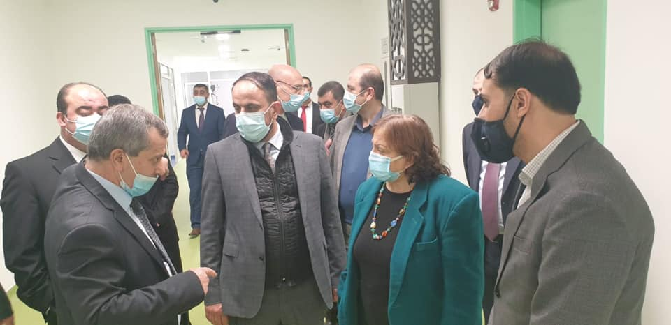 Mai al-Kayla, PA minister of health, on a tour of the hospital (Facebook page of the ministry of health in Ramallah, January 5, 2021).
