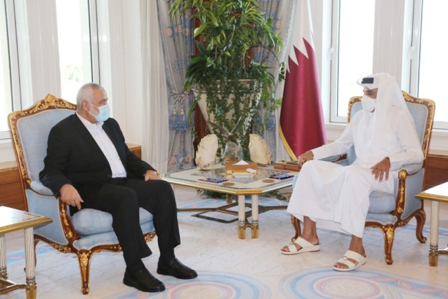 The emir of Qatar meets with the Hamas delegation headed by Isma'il Haniyeh (Hamas Telegram channel, January 10, 2021)