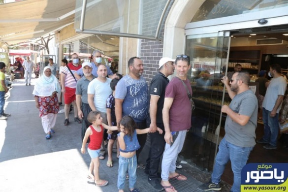 Crowds of customers at bakeries in the Tyre area, after the bakery owners announced that they would stop selling bread to stores and supermarkets (Ya Sour, June 27, 2020)