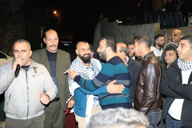 Reception in Burqa (northwest of Nablus) for Fatah terrorist operative released from prison, in violation of the PA government ban on gatherings; no masks, no social distancing (Burqa Facebook page, January 11, 2021).