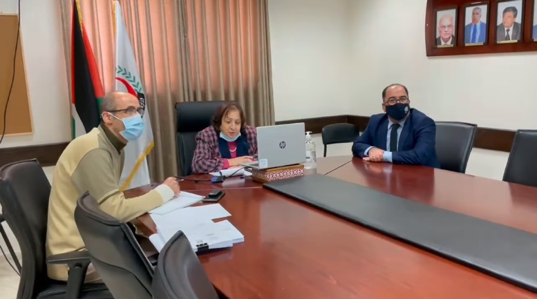 Mai al-Kayla in a video conference with Johnson and Johnson representatives (Facebook page of the ministry of health in Ramallah, January 21, 2021).