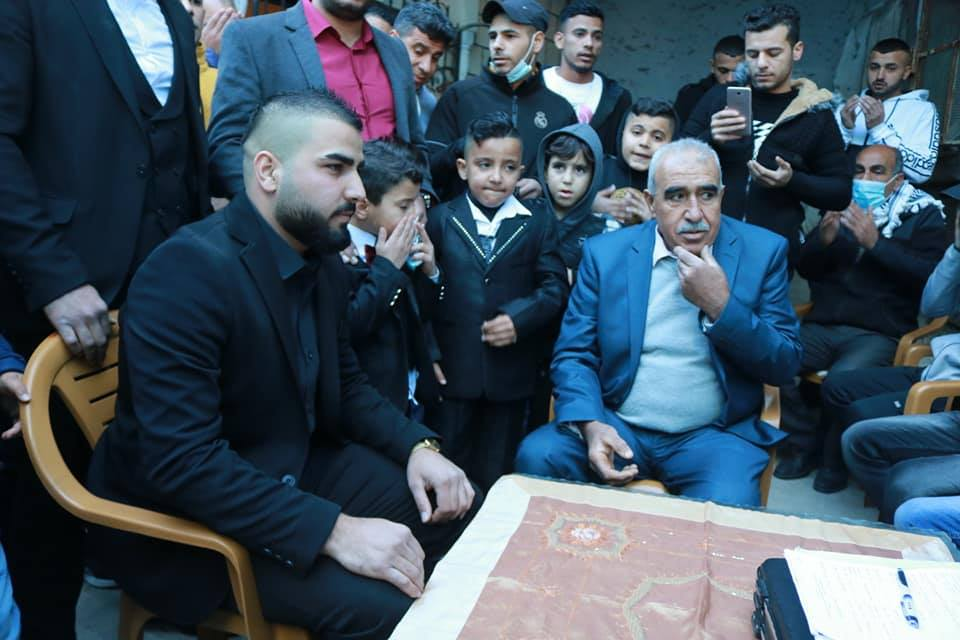 Signing a wedding agreement in Azoun in the Qalqilya district (Facebook page of Fares al-Azouni, January 22, 2021).
