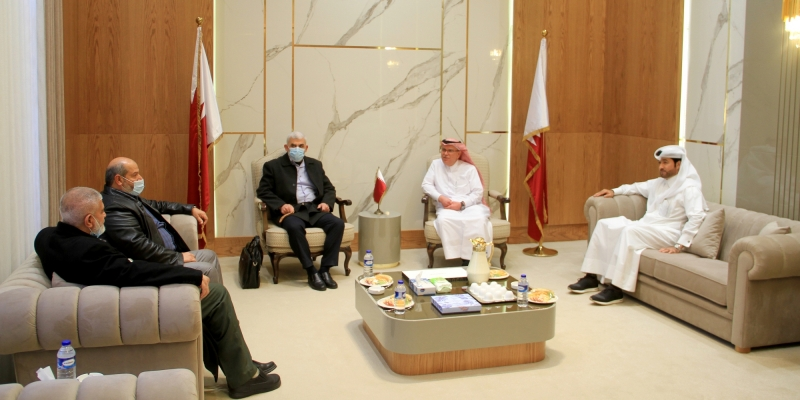Mohammed al-Emadi meets with the Hamas leadership, headed by Yahya al-Sinwar (website of Qatar's National Committee, February 1, 2021).