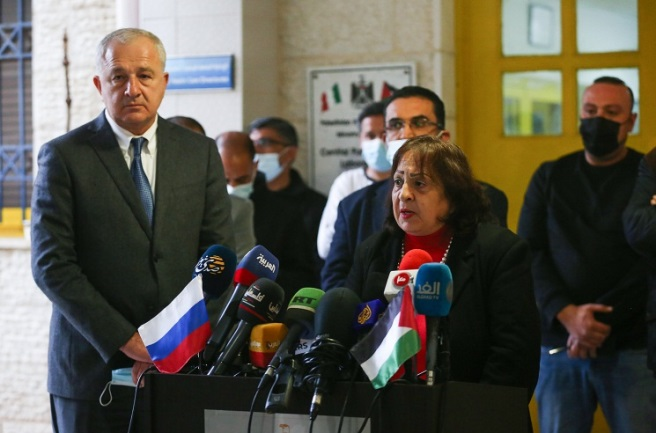 The minister of health at a press conference with the Russian representative in the PA, announcing the arrival of the Russian vaccine (Wafa, February 4, 2021).
