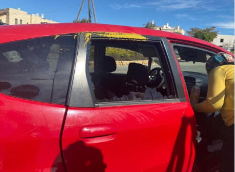 Windows of a vehicle smashed by rocks. Yellow paint from paint bottles can be seen on the seats (Rescue Without Borders in Judea and Samaria, February 9, 2021).