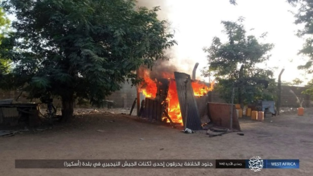 ISIS operatives setting fire to Nigerian army barracks in the town of Askira (Telegram, February 12, 2021).