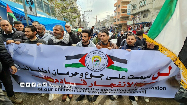 Anti-UNRWA protest demonstration in Khan Yunis. The sign reads,