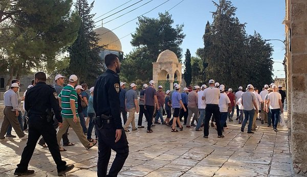 Israelis visit the Temple Mount compound on March 7, 2021 (al-Hayat al-Jadeeda, March 8, 2021).