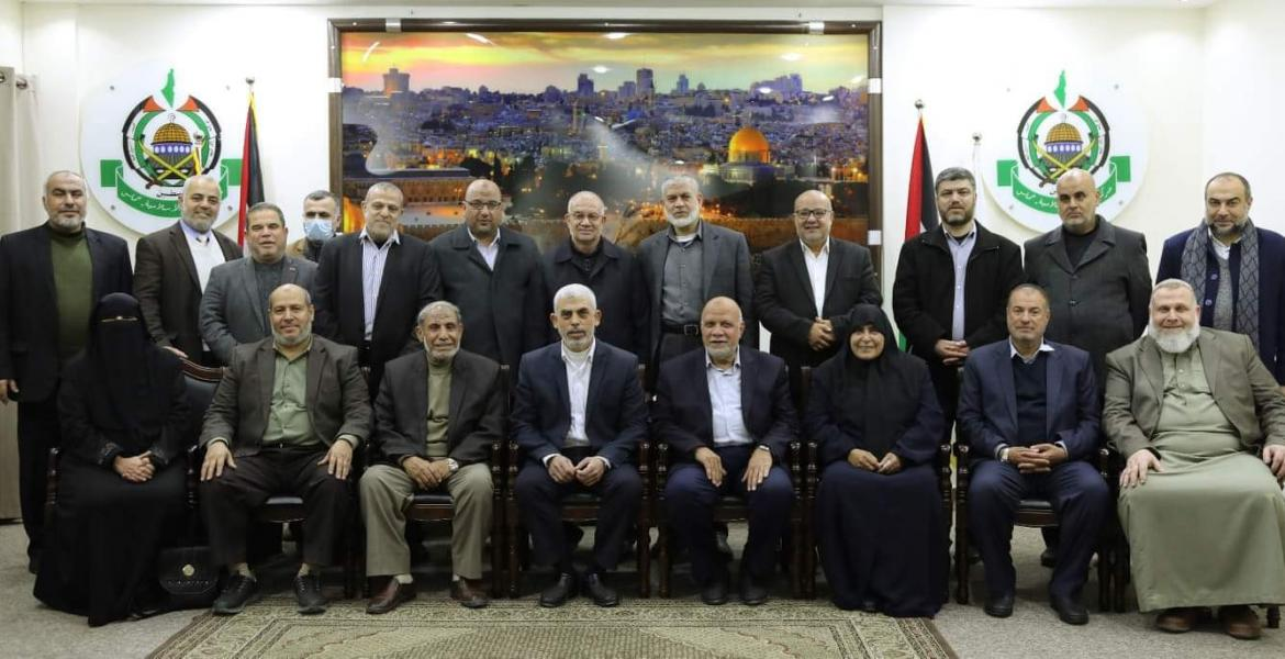 The elected Hamas leadership, headed by Yahya al-Sinwar. Marwan Issa, senior military-terrorist wing figures, fourth from the left in the second row (wearing a mask and circled in red) (Hamas website in English, March 14, 2021).