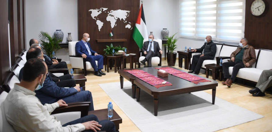 Muhammad Shtayyeh meets with a delegation of Sheikh Jarrah residents (Wafa, March 18, 2021).