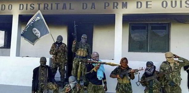 Armed ISIS operatives outside the local authority building of the Quissanga region (Telegram, March 24, 2020)