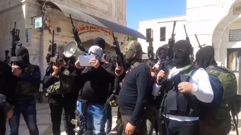 Notice read by armed Fatah operatives in Nablus calling for closing Fatah's ranks (QudsN Facebook page, April 5, 2021)