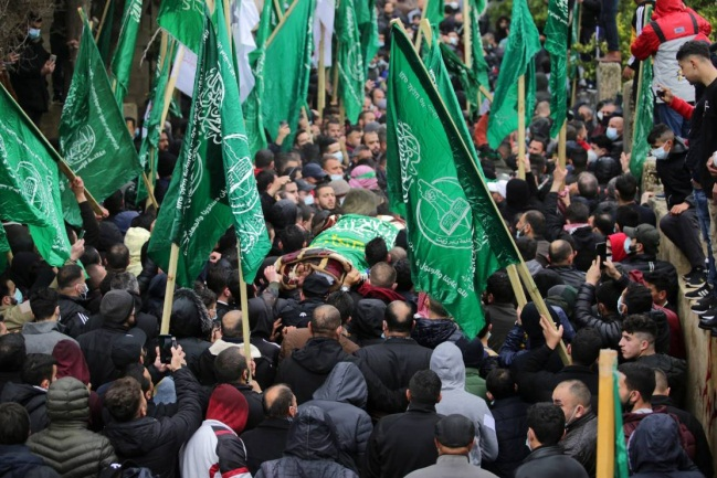 Hamas and Hamas military-terrorist wing flags were carried at the funeral held for Omar al-Barghouti (Sama News and the QudsN website, March 26, 2021).