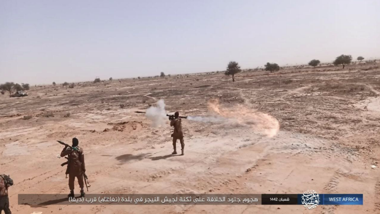ISIS operatives exchanging fire with Nigerien soldiers in the Diffa region, near the Niger-Nigeria border (Telegram, April 5, 2021)