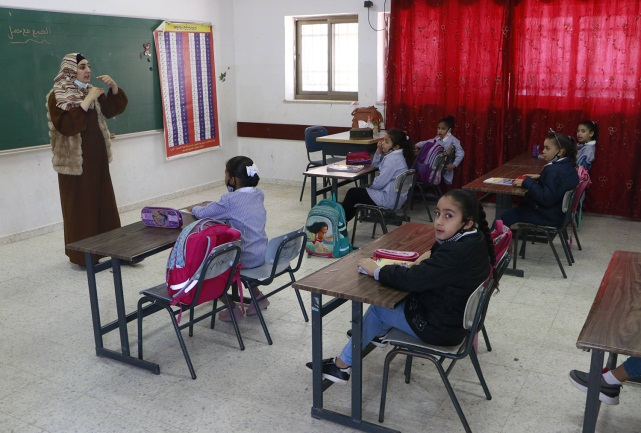 Elementary school students return to their studies in the PA (Wafa, April 11, 2021).