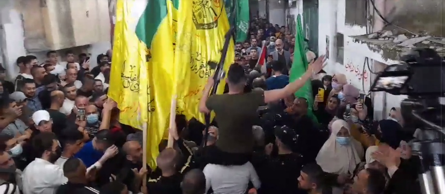 Yellow Fatah and green Hamas flags clearly visible at the reception (QudsN Facebook page, April 6 2021).