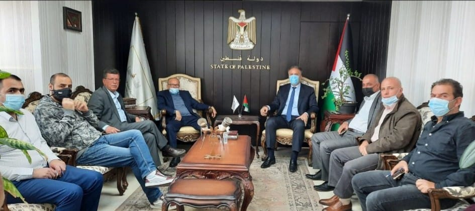Qudri Abu Bakr and Qadoura Fares meet with Ahmed Assaf (PA Commission of Prisoners and Released Prisoners' Facebook page, April 6, 2021).