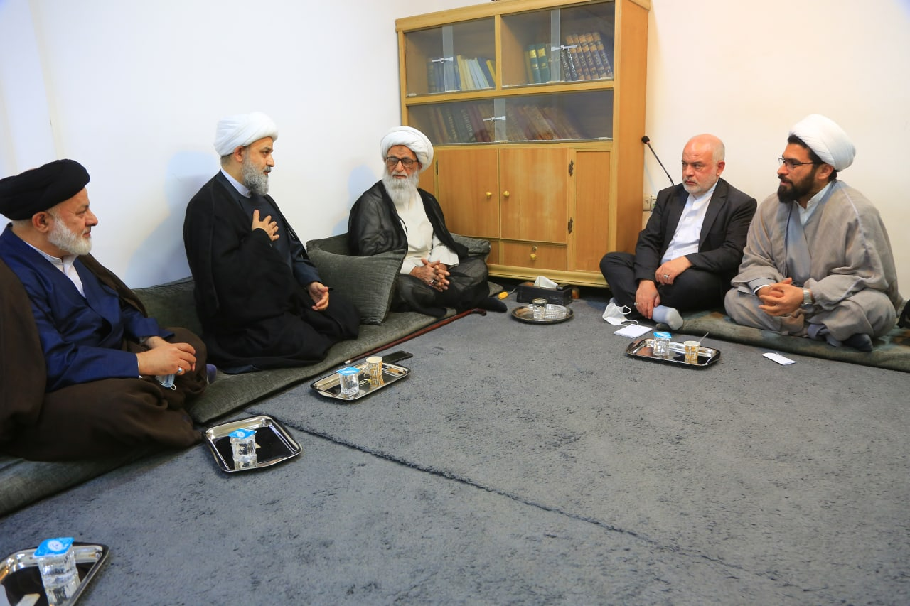 The secretary general of the World Forum for Proximity of Islamic Schools of Thought (second on the left) in a meeting with senior Iraqi Shia clerics and the Iranian ambassador to Baghdad. Source: the website of the Forum, April 8