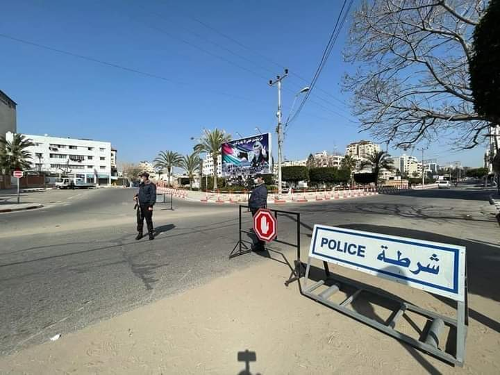 Preventive measures, including a ban on vehicular traffic, instituted throughout the Gaza Strip to halt the spread of the coronavirus (Palinfo Twitter account, April 16, 2021).