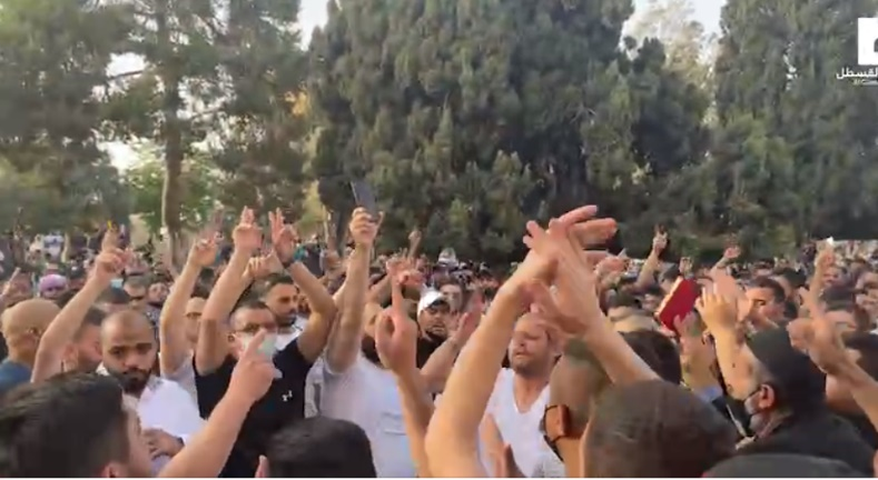 Muslims on the Temple Mount celebrate the rocket fire from the Gaza Strip targeting Jerusalem (QudsN Facebook page, May 10, 2021).