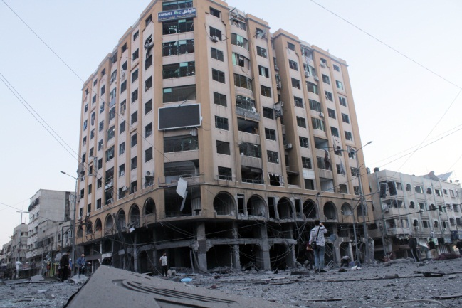 Al-Johara building in Gaza City after IDF attack (Twitter account of journalist Hassan Aslih, May 12, 2021).