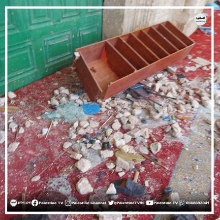 Rocks, a bookcase, tables and chairs thrown by rioters at the Israeli security forces on the Temple Mount (Palestinian TV Facebook page, May 10, 2021).