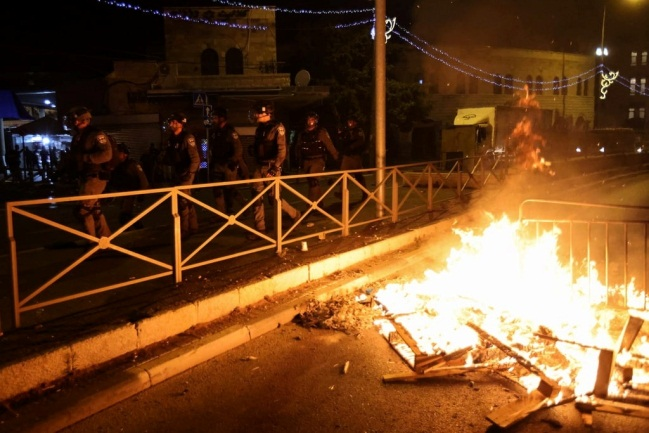 Violent clashes in East Jerusalem on the evening of May 8 (QUDSN Facebook page, May 9, 2021)