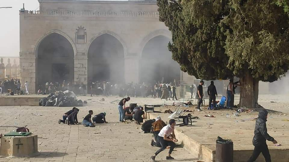 Clashes with Israeli security forces on the Temple Mount (PALINFO's Twitter account, QUDSN Facebook Page, May 10, 2021)