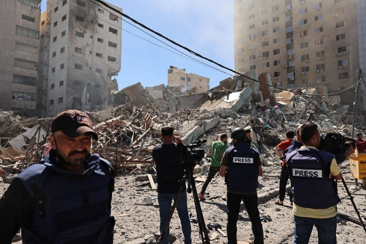 The rubble of the al-Jalaa Building (Palinfo Twitter account, May 15, 2021).