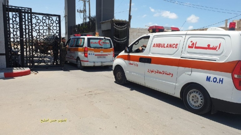 The first group of wounded Gazans exits the Gaza Strip en route to medical treatment in Egypt (Twitter account of journalist Hassan Aslih, May 17, 2021).