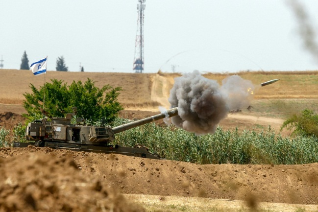 IDF attack in the northern Gaza Strip (Twitter account of journalist Hassan Aslih, May 20, 2021).