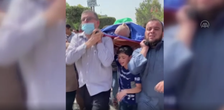 Left: Saber Suleiman's funeral. Hamas's green flag can be seen covering his body (Anatolia News Agency, May 11, 2021).