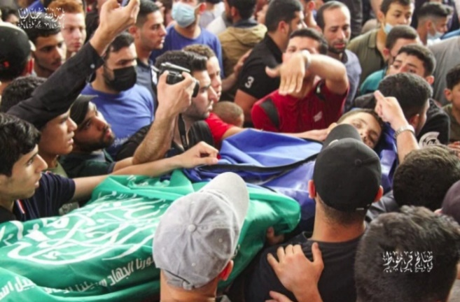His funeral. His body was wrapped in the Hamas flag (Sawah Press, May 13, 2021)
