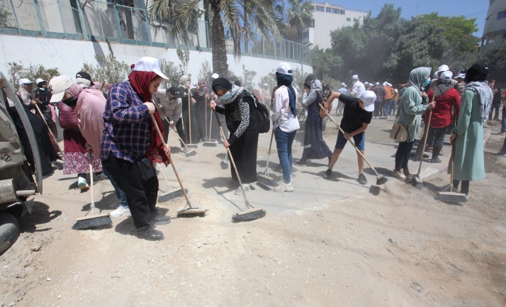Cleaning the streets and removing rubble (Wafa, May 26 and 29, 2021).
