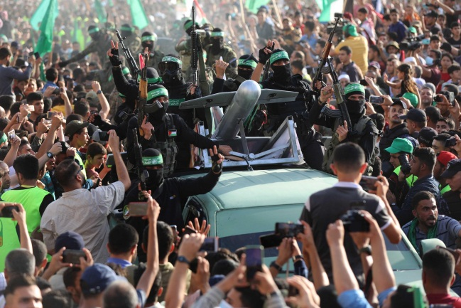 Hamas rally in Beit Lahia in the northern Gaza Strip, attended by Yahya al-Sinwar (Twitter account of photojournalist Ashraf Abu Amra, May 30, 2021).