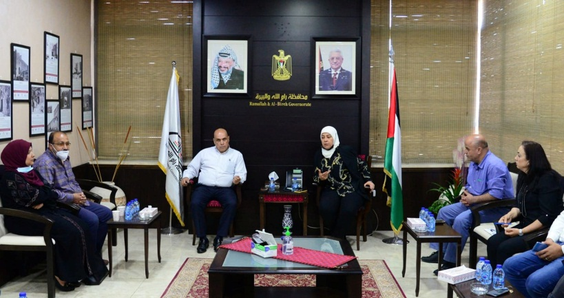 Layla Ghanem meets with the al-Halabi family (Facebook page of the governor of the Ramallah district, June 6, 2021).