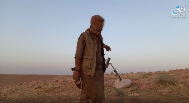 ISIS operative preparing to fire one of the two mortar shells at an Iraqi army post east of Rutba (Telegram, June 11, 2021)