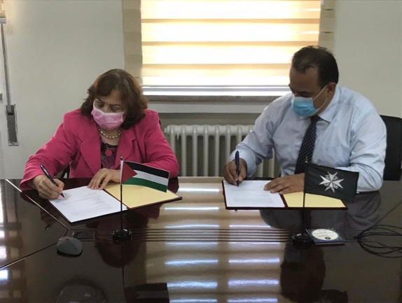 Mai al-Kayla, PA minister of health visits hospitals in east Jerusalem (Facebook page of the ministry of health in Ramallah, August 6, 2020).