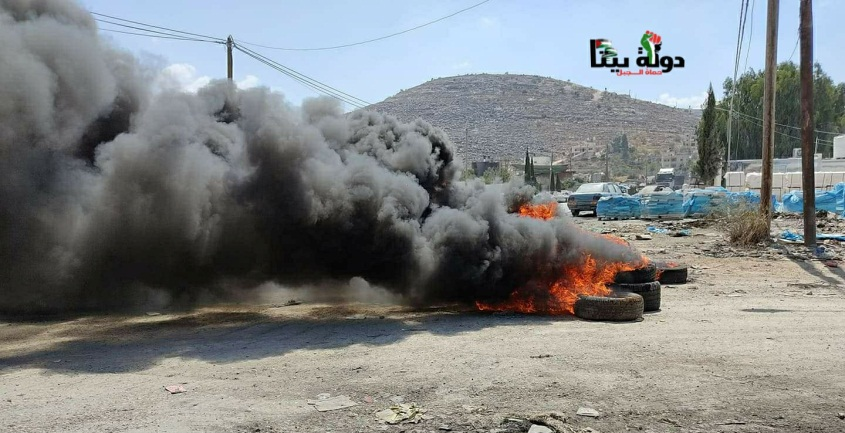 Palestinians burn tires at the entrance to the village of Bayta (Bayta Online Facebook page, July 11, 2021).