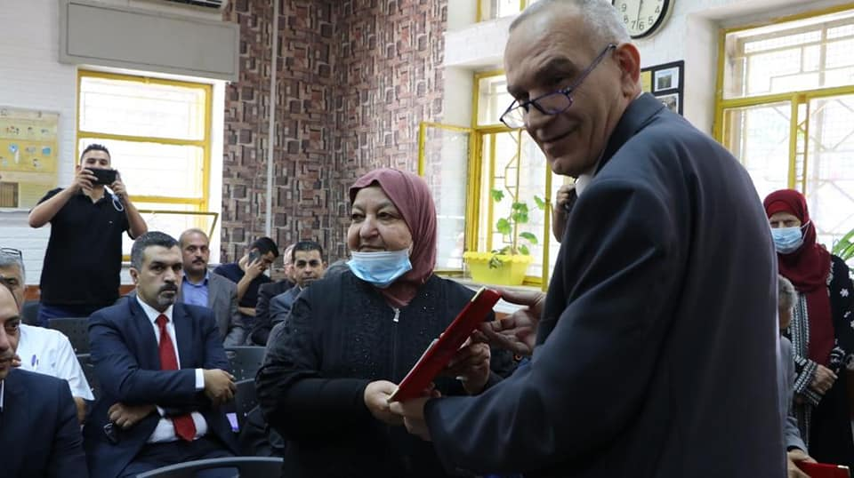"""""""Umm Nasser"""" Abu Hamid gives a speech. Left: """"Umm Nasser"""" Abu Hamid receives a plaque (Facebook page of the PA ministry of communications and IT, July 6, 2021)."""