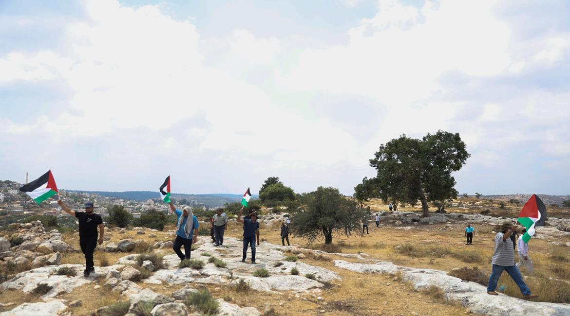 Residents of the village of Ni'lin demonstrate to protest the expropriation of land (Wafa, July 23, 2021).