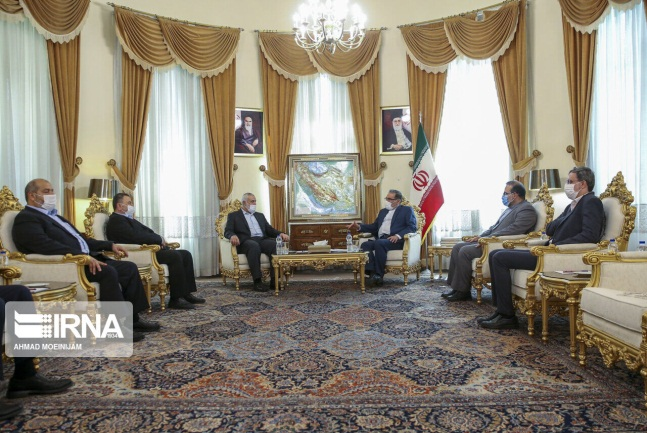 Isma'il Haniyeh and the Hamas delegation meet with Ali Shamkhani, secretary of Iran's Supreme Council for National Security (IRNA in Arabic, August 8, 2018).