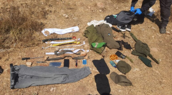 The equipment found in the Palestinian's possession (IDF spokesman, August 16, 2021).