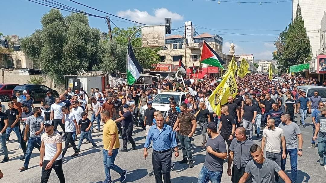 The funeral held in Jenin for two of the Palestinians killed. Mourners wave yellow Fatah flags (Palinfo Twitter account, August 16, 2021).