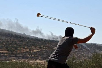 Palestinians riot in Jabal Sabih, slinging rocks at Israeli security forces (Palinfo Twitter account, August 13, 2021).