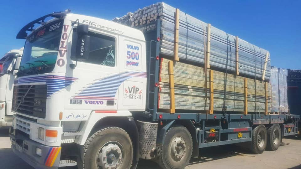 Delivery of aluminum and glass to the Gaza Strip (Twitter account of journalist Hassan Aslih, August 19, 2021).