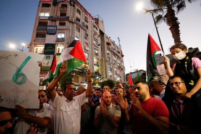 Demonstration in support of the Palestinian prisoners, Manara Square, Ramallah (Safa Facebook page, September 8, 2021).