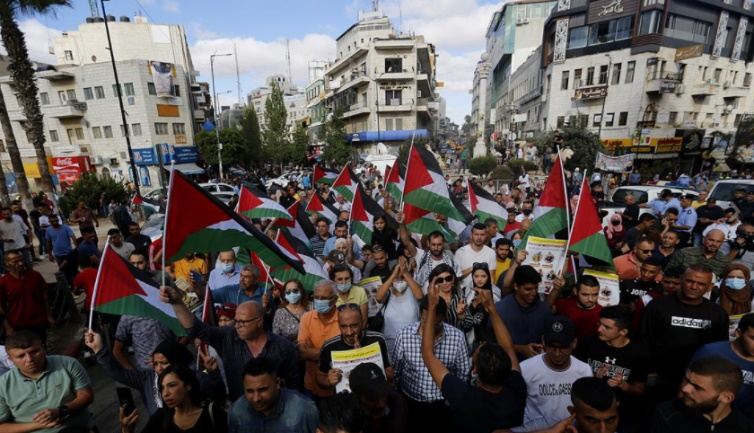 Demonstration to show solidarity with the escaped convicts, Ramallah (Wafa, September 11, 2021).
